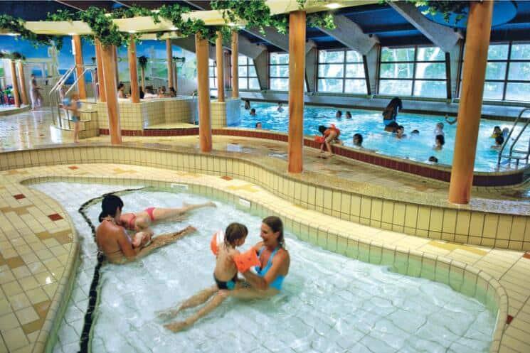 Zwembad van Roompot Vakantiepark Kijkduin