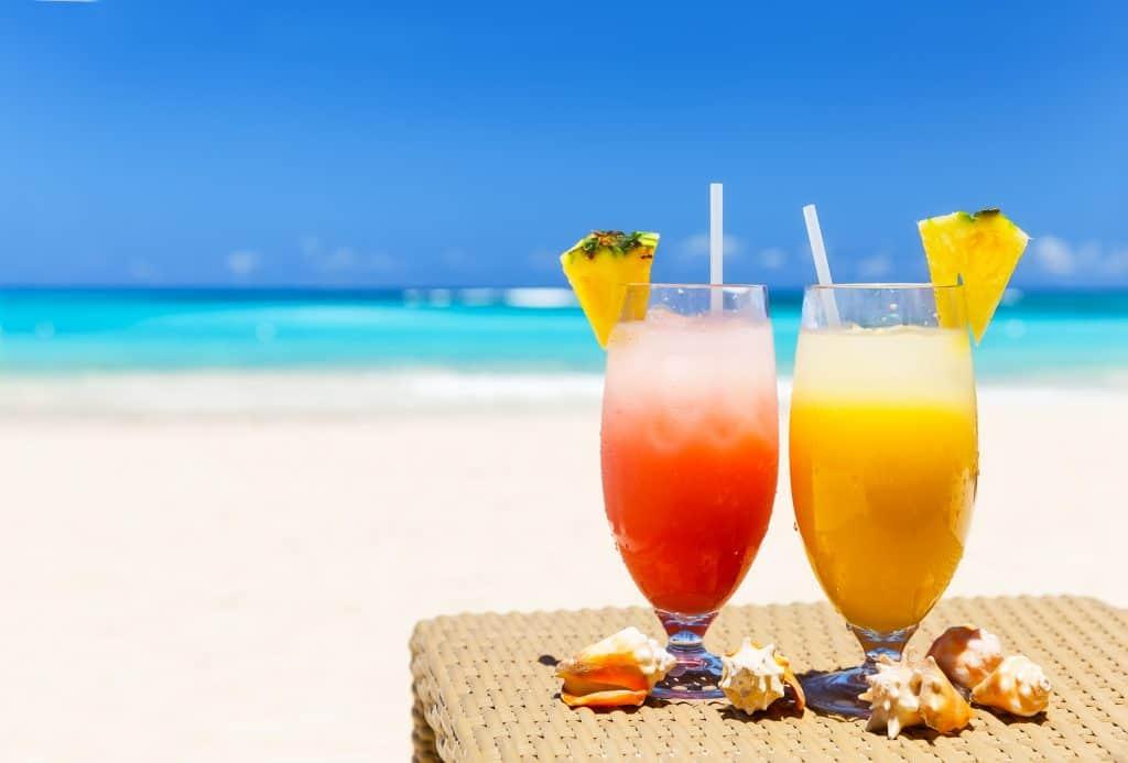 Cocktails op het strand van de Dominicaanse Republiek