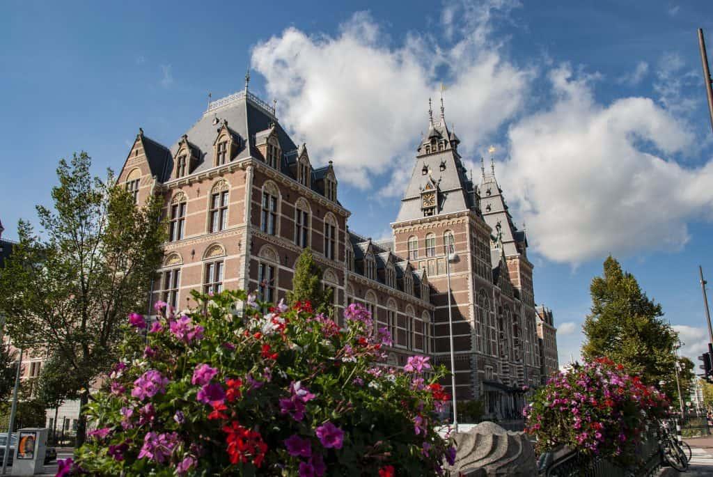 Rijksmuseum met bloemen