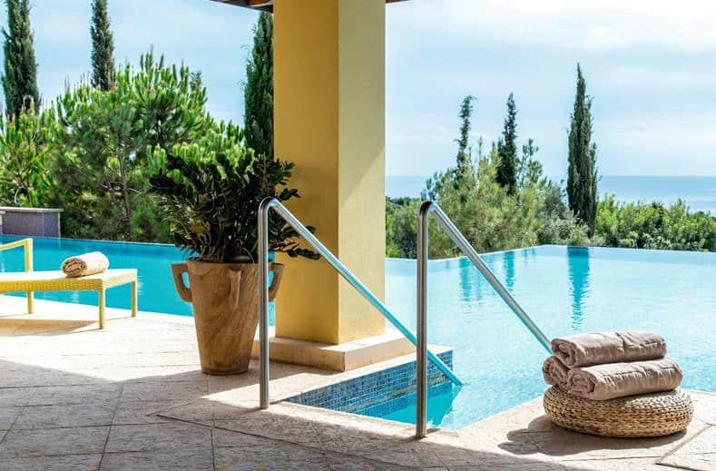 Wellness en infinity pool van tui sensatori resort atlantica aphrodite hills