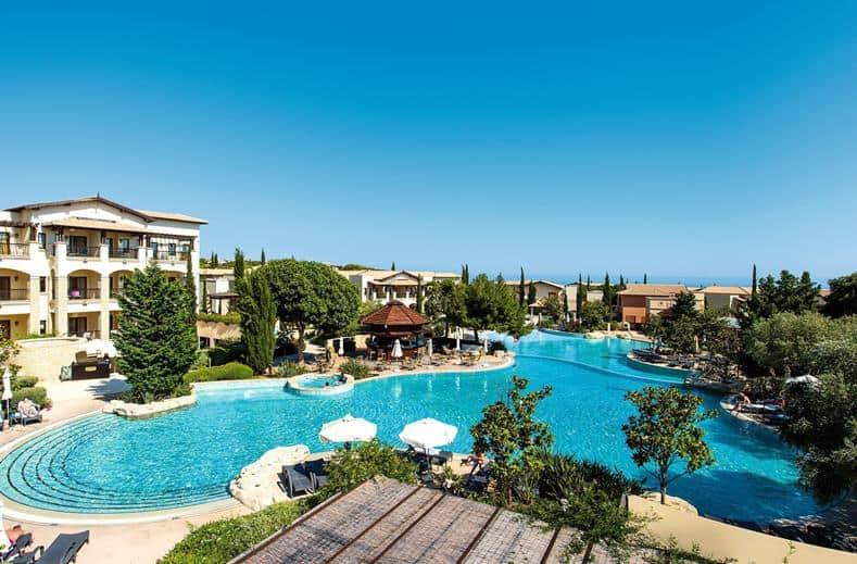 Zwembad van TUI SENSATORI Resort Atlantica Aphrodite Hills