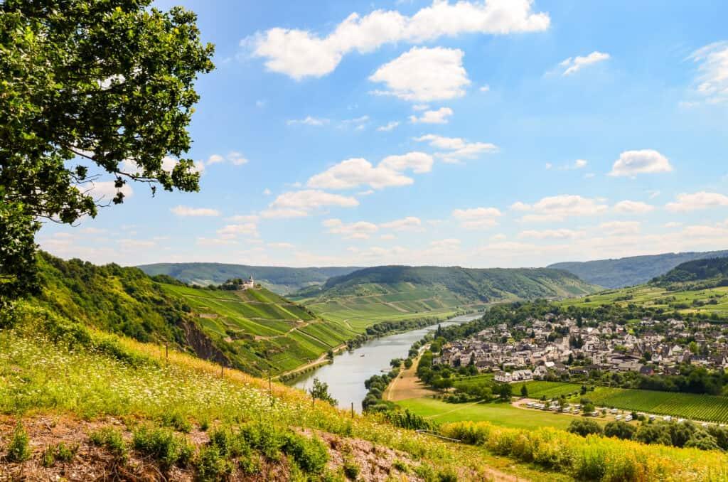 Uitzicht op rivier de Moezel in Duitsland