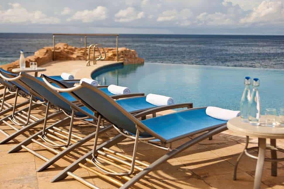 Zwembad van Renaissance Curacao Resort & Casino